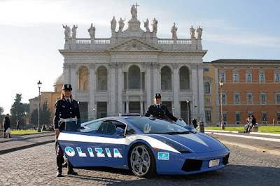 They Have This Lamborghini Gallardo Polizia Car That Has 500 Horsepower,  Coming From A V 10 Engine With A Top Speed Of 190 Mph!!!