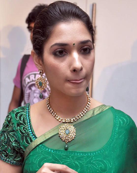 tamannah looking in green saree photo gallery