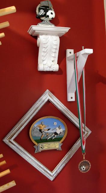 kids room wall art hanging awards
