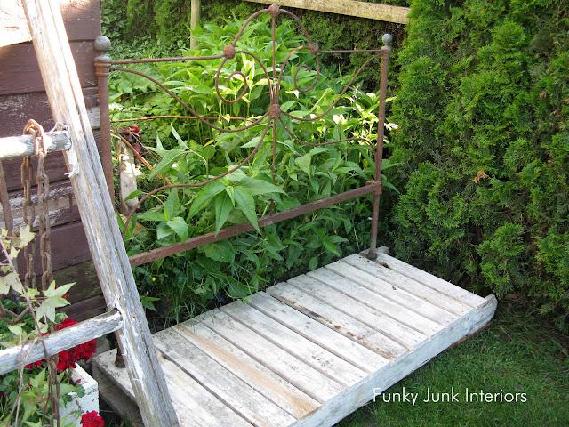Make a pallet wood walkway along a garden gate with a full pallet!