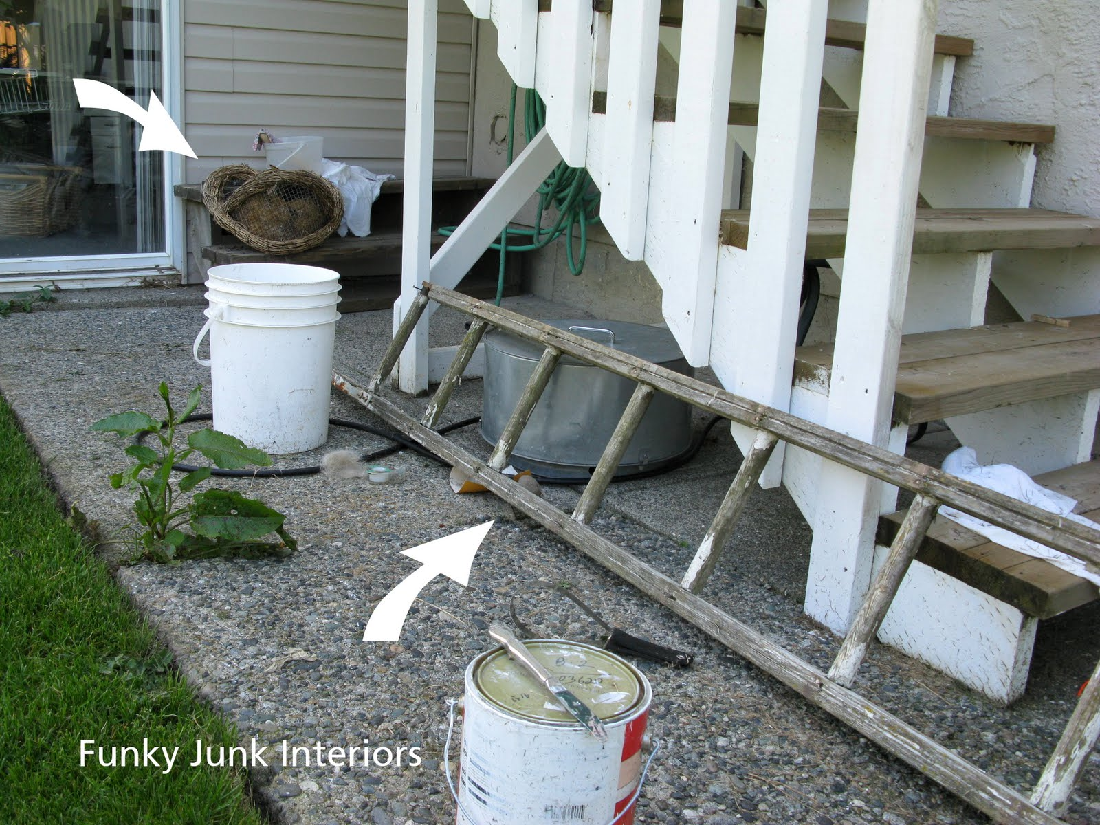 Decorating the great outdoors with junk for 39 gitter done for Funky junk home decor newfoundland