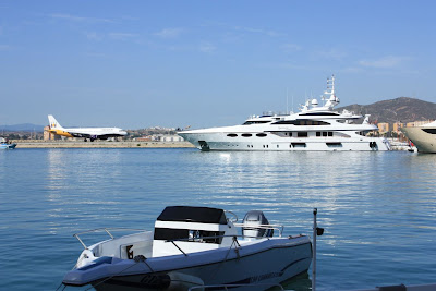 Aircraft and yacht in Gibraltar