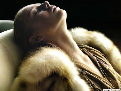 Maria Sharapova wearing  fur over coat, modeling picture
