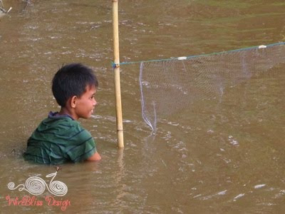a boy tying his fishing net in place