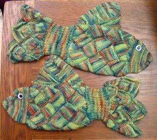 eldiven1 Bu örgulu eldivenler balık şeklinde