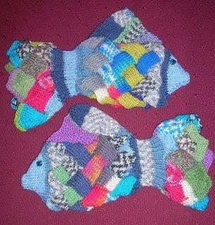 eldiven3 Bu örgulu eldivenler balık şeklinde
