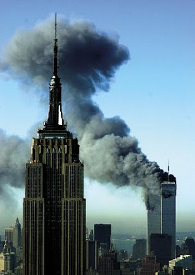 Torres gemelas quemandose