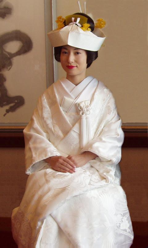http://1.bp.blogspot.com/_QYhpNHX_Scg/TRPLGcyTrAI/AAAAAAAAADU/i57V3WIugx8/s800/Wedding_kimono.jpg
