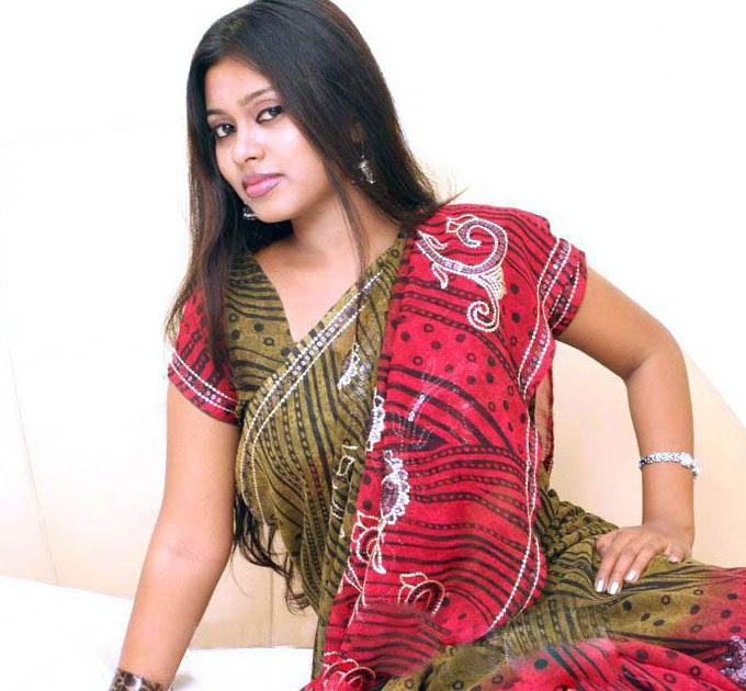 New Homely South Indian Actress Stefi Photos Cute Saree