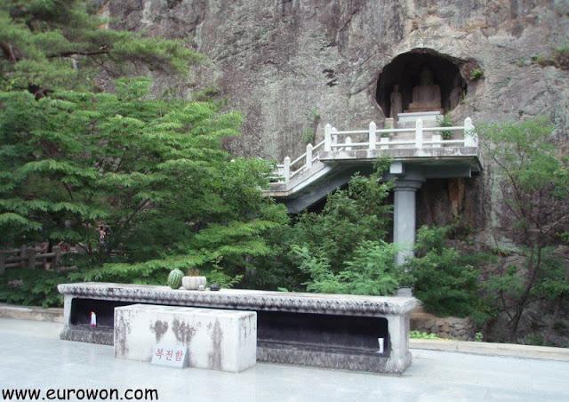 Cueva Seokguram del templo budista de Gunwi