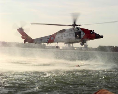 Helicóptero HH-60 volando con efecto suelo
