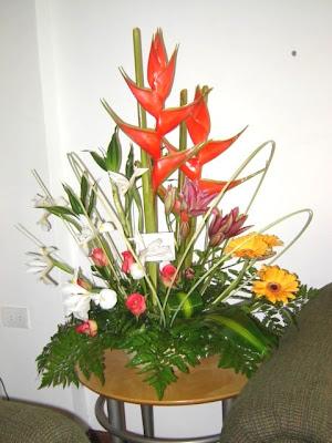 Pin arreglos florales flores artificiales naturales hawaii for Plantas decorativas artificiales bogota