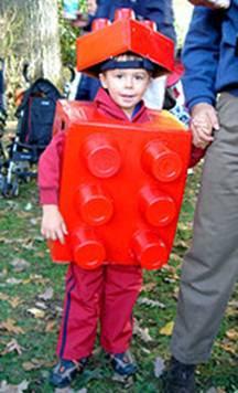 9c034378 disfraz de lego para niños hecho con caja de cartón | Trato o truco