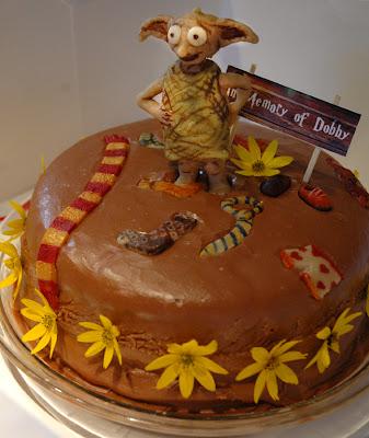 http://bp0.blogger.com/_Qo11VmP8yu0/RrDDKfgNIOI/AAAAAAAAAJU/4lgDexqypV8/s400/Dobby+cake2.jpg