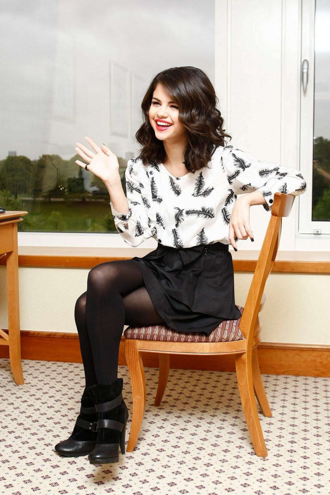 Selena Gomez Pantyhose 111