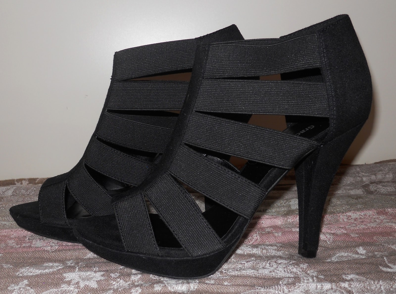 Schöne-Füße-ohne-Blasen-in-Riemchen-High-Heels » AVON Blog
