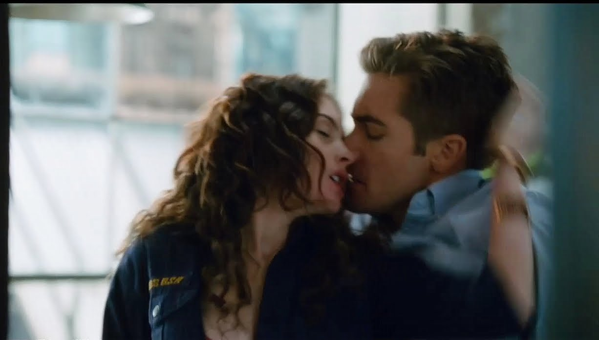 Anne Hathaway And Jake Gyllenhaal In Love And Other Drugs Come To Bed Eyes