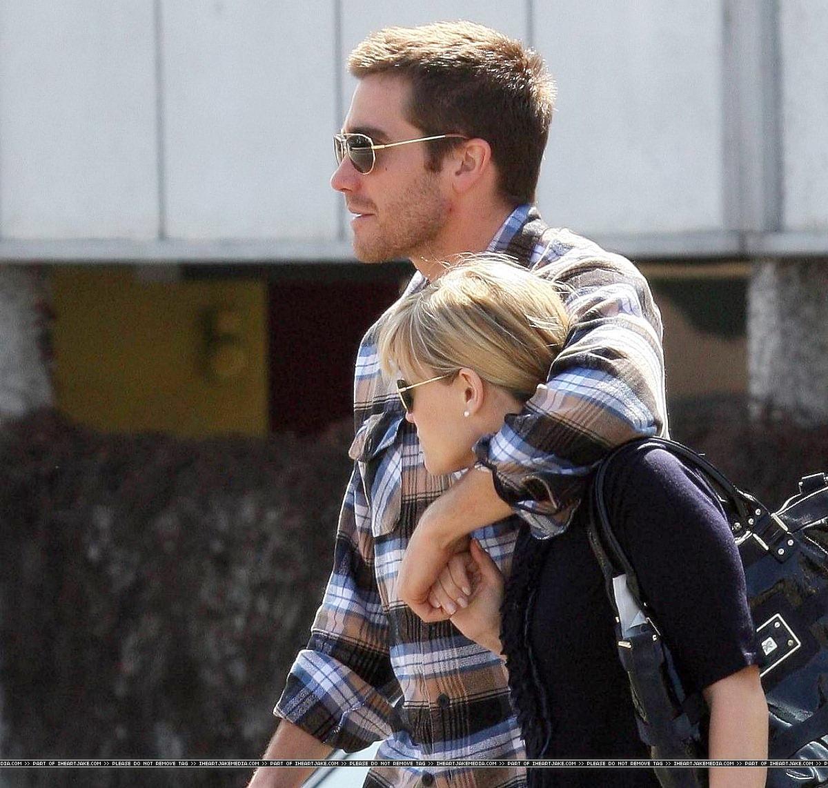 jake gyllenhaal and taylor swift kissing - photo #16
