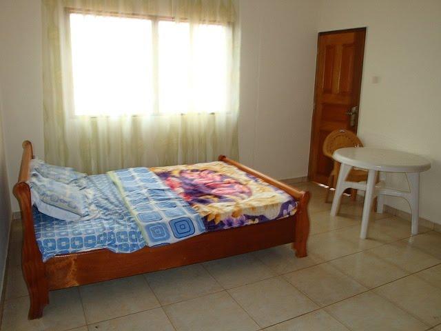 appartement f4 meubl emombo. Black Bedroom Furniture Sets. Home Design Ideas
