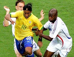 36431308d3 Ronaldinho volta com status de titular e vai ter liberdade na Seleção  Jogador retorna à equipe com pompa de estrela consagrada e vai ser avaliado  por Mano ...