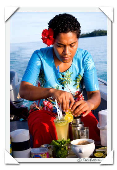 picture photograph image Varani making Mojitos at Navutu Stars Yaqeta Yasawa Fiji 2008 copyright of Sam Breach http://becksposhnosh.blogspot.com/