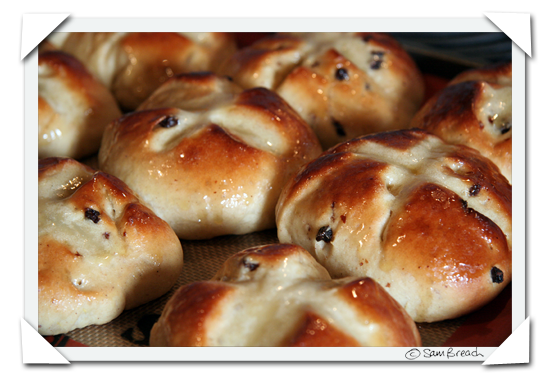 picture photograph  copyright of sam breach recipe for how to make hot cross buns http://becksposhnosh.blogspot.com/