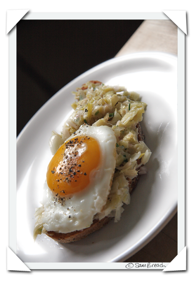 picture photograph leek tartare on toast with marin sun farm egg 2007 copyright of sam breach http://becksposhnosh.blogspot.com/
