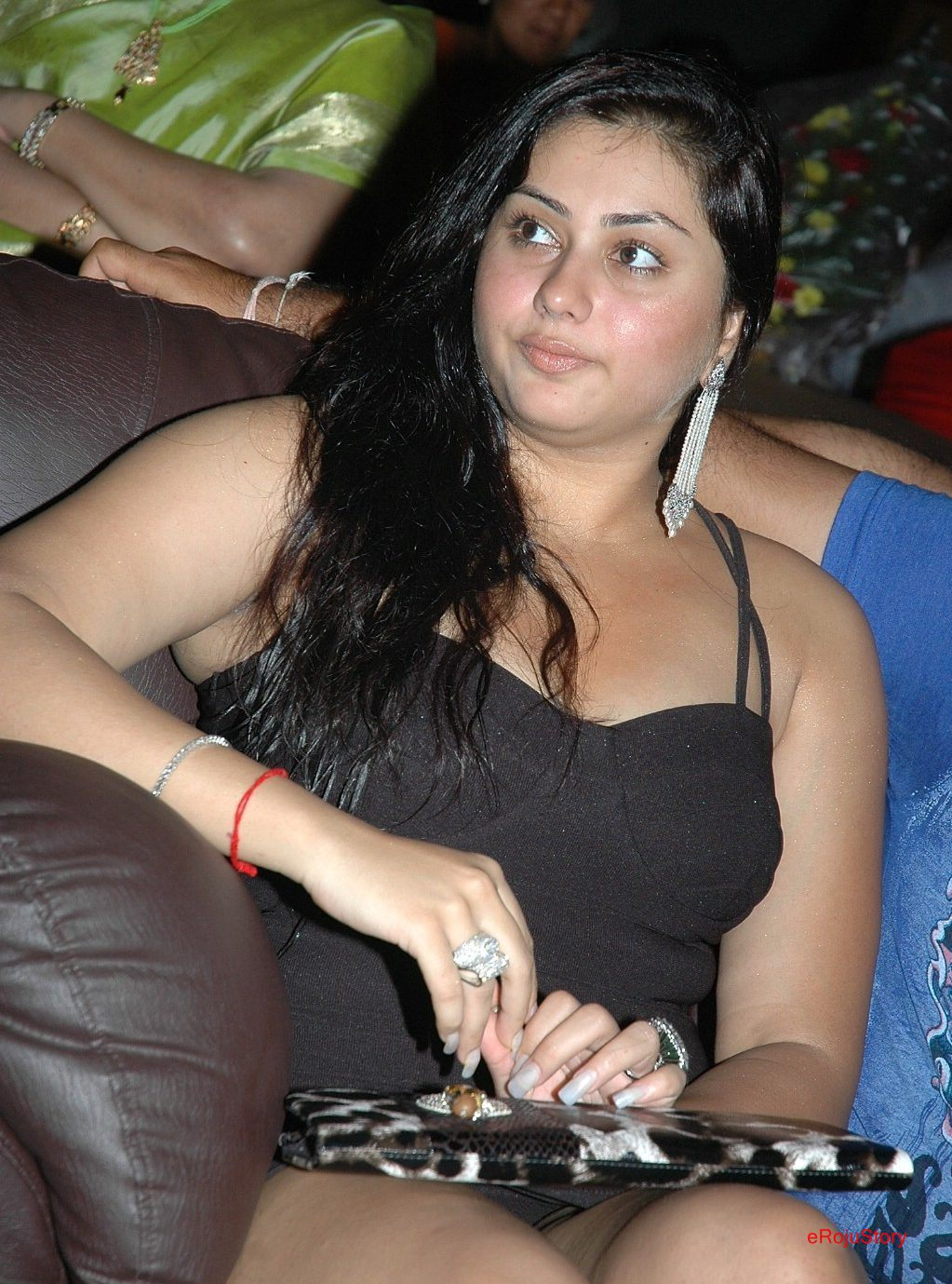 Namitha Hot Thigh Show - Tollywood to Bollywood