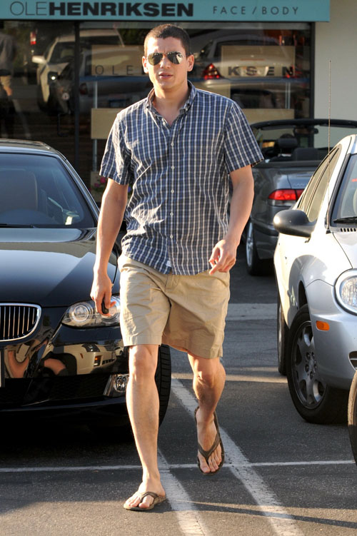 barefoot males wentworth miller