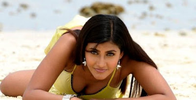 Aunty Hot Mallu TOLLYWOOD ACTRESSES SHOWING CLEAVAGE