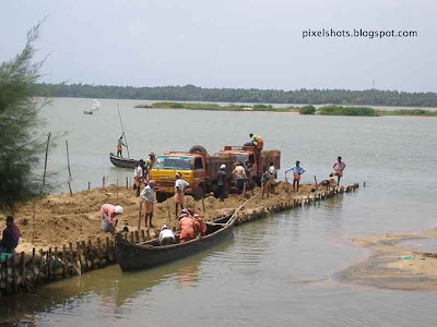 sand-mining in kerala-rivers,bharathapuzha,nila,second longest river of kerala,kerala-rivers,mining-sand-in-bharathapuzha-river