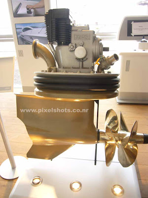 speed boat engine and propeller from volvo,photograph from volvo pavillion at ocean race cochin india kerala, boat engines in automobile show