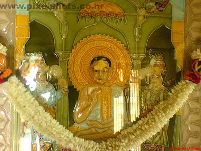 mahavira the jaina god from old indian jain temple in gujarathy street mattancherry india kerala,jaina-gods or thirthankara mahavira,cochin-jain-temple-photos,kerala-temples