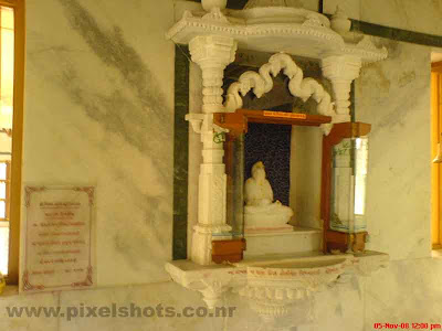 thirthankaras of jainism photographed from the jaina temple of cochin mattancherry kerala,role-models-of-jainism,photos-of-indian-jain-temple