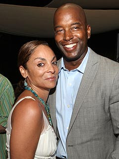 Jasmine Guy, getting divorced