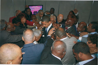 Obama prays with his team