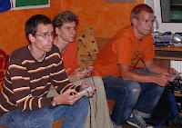 Niko. Max und Konsti beim Nintendo spielen