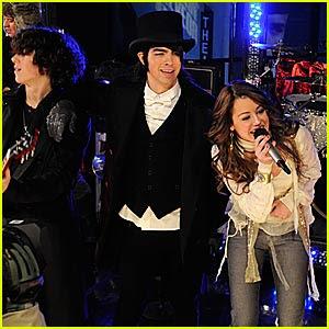 Miley cyrus dating jonas 3