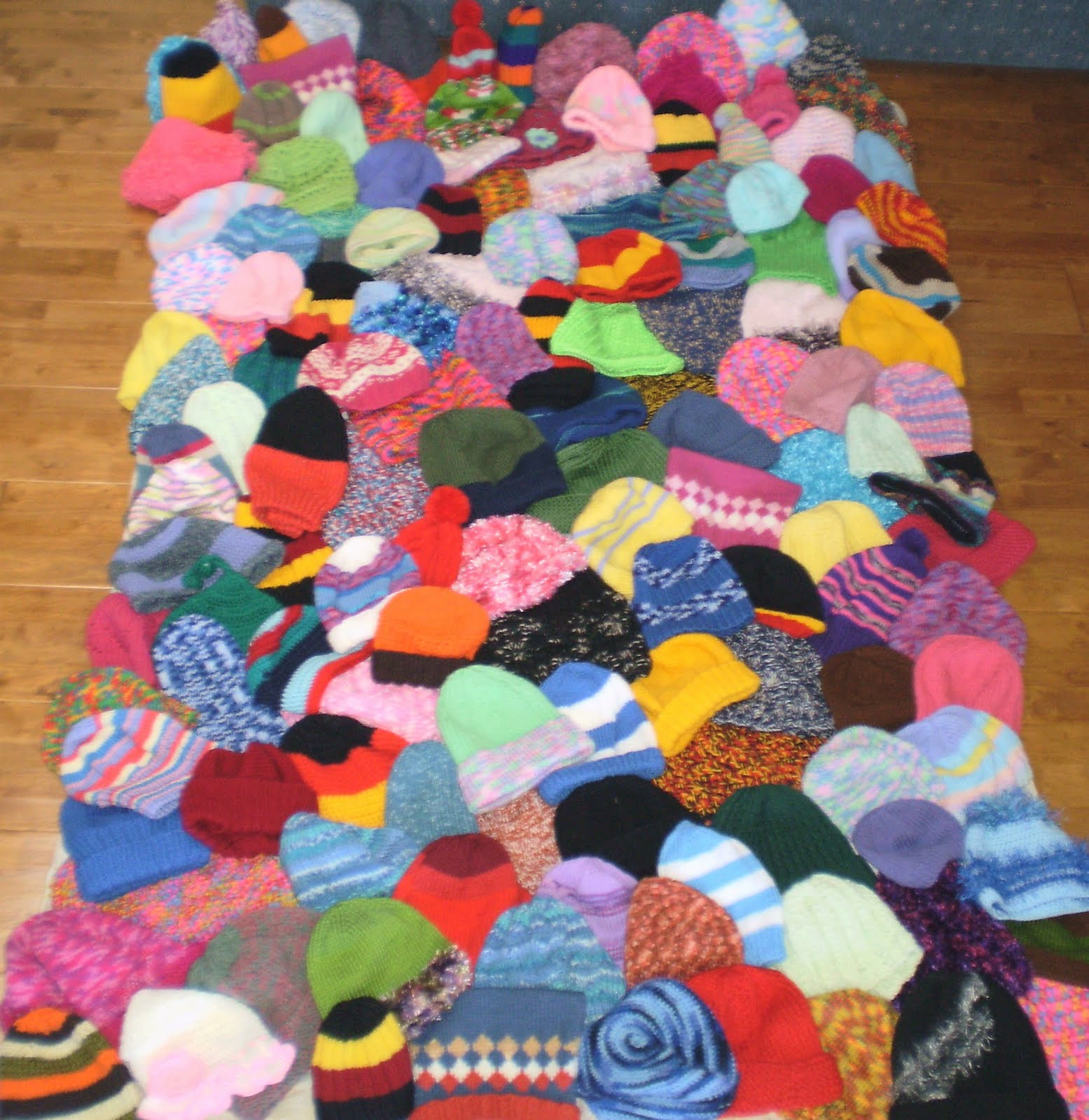 never too hot to stitch!: knitting for charity