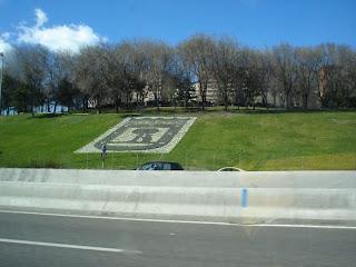 El escudo de Madrid en el parque Roma