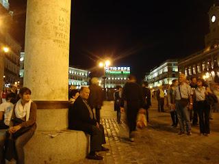 Ni una triste papelera en la Puerta del Sol