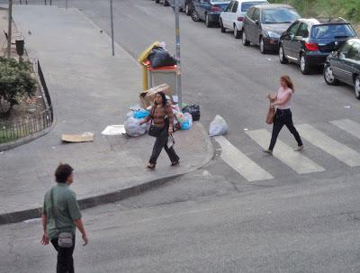 La basura se acumula por las calles