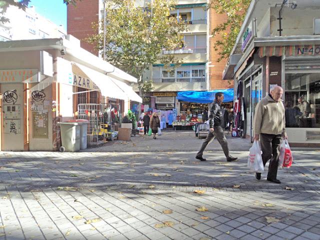 El mercadillo improvisado de la Calle Sarria