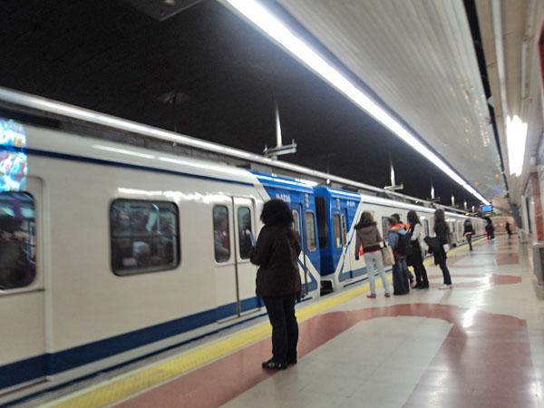 Más trenes en el Metro en Navidad