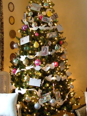 Pretty tree with paper arland and vintage ornaments