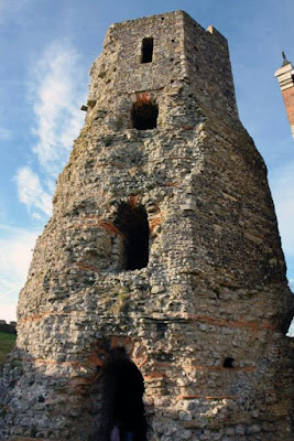 Ruins of Acient Lighthouse in Dover Castle.jpg