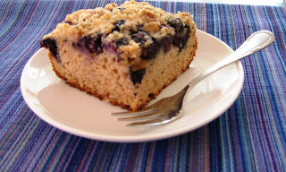 A cake for the weekend: Blueberry crumb cake