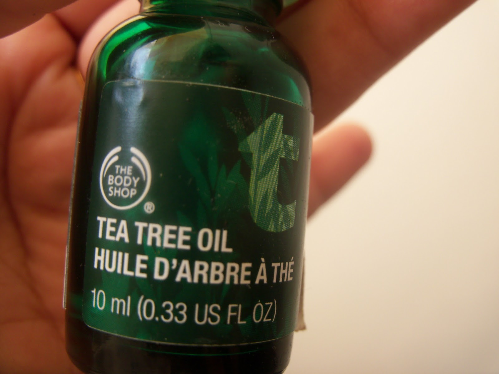 Tea Tree Oil Body Shop Review Effective Acne Remedy The 10ml Is Called As A Medicine Cabinet Must And Claims That It Clears Tiny Flaws Of Your Face Overnight I Too Suffer From Problem