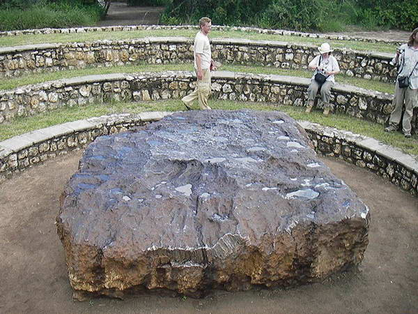 [Image: hoba-meteorite10%255B2%255D.jpg]