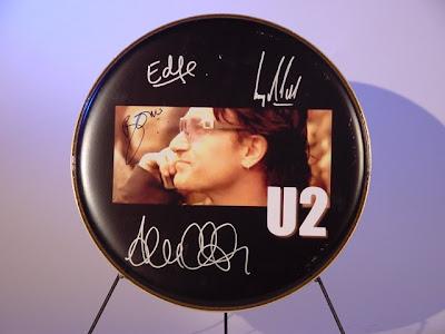 Tambor firmado por U2